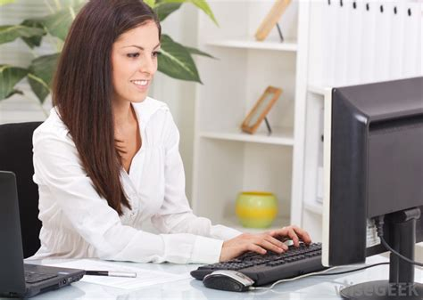 what are the different types of administrative assistant