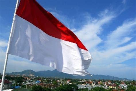 Bendera Merah Putih Ukuran 40x60cm bendera merah putih terbentang di sungai citarum republika