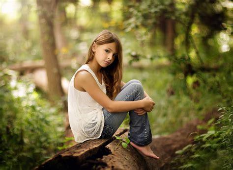 creative wallpaper girl jeans alone girl jeans nature hd wallpaper