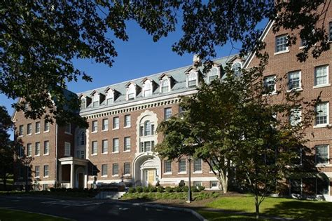 Of Massachusetts Amherst Ranking Mba by Amherst College Great Value Colleges