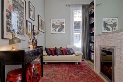 Attrayant Decoration Salon Blanc Et Gris #7: tapis-persan-rouge-console-vintge-petit-salon-contemporain.jpg