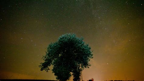 what causes a meteor shower big think