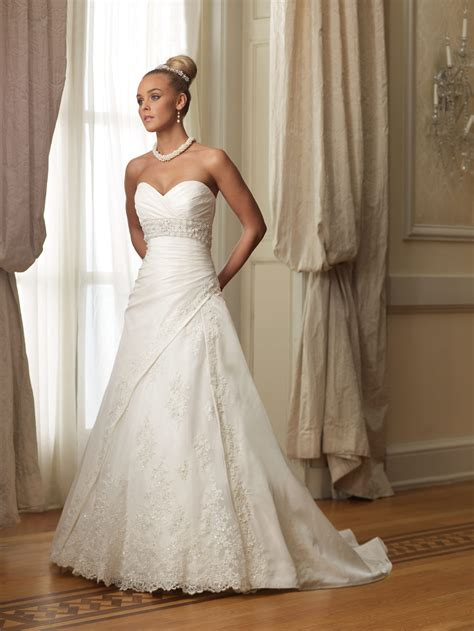 figure flattering sweetheart wedding gowns for brides