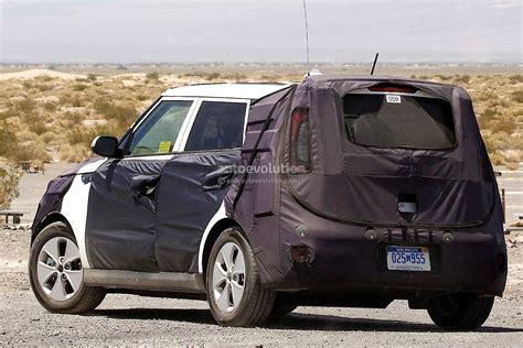 Kia Soul Ev 2014 Spyshots 2014 Kia Soul Ev Charging Up Autoevolution