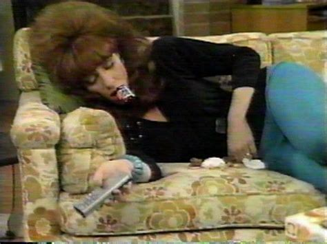 al bundy on the couch peg bundy married with children girl crush