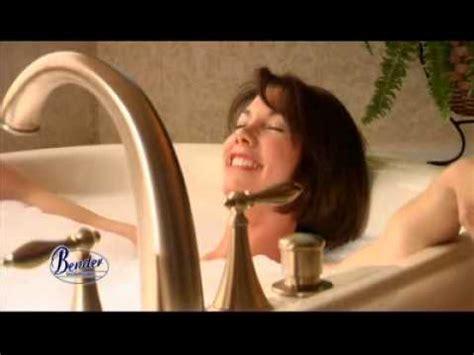 lady in a bathtub toe stuck in tap doovi