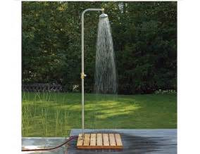 duschkabine garten 10 easy pieces freestanding outdoor showers gardenista