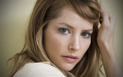 sienna guillory  play luthers  love interest