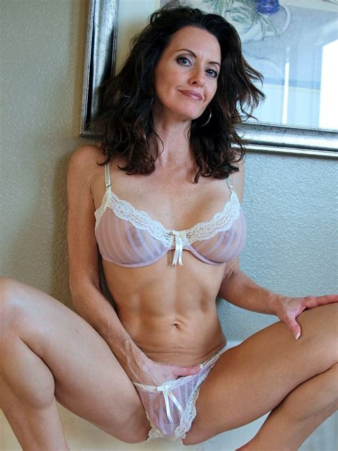 M  In Gallery Hot Amateur Brunette Milf Picture 6