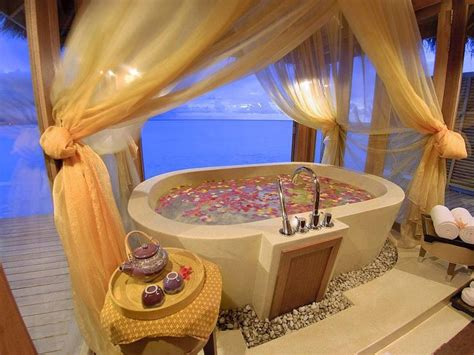hotel rooms with outdoor tubs home decor 15 suites