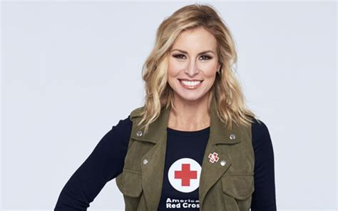 red cross to laud supermodel niki taylor supermodel niki taylor wants you to donate blood