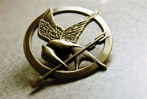 How To Make A Mockingjay Pin Out Of Paper - mockingjay pin iii by alys23 on deviantart
