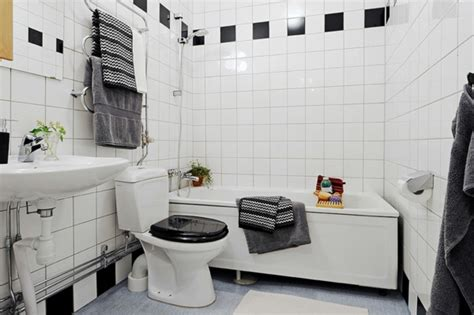 rote badezimmer deko ideen baddeko dezente doch charaktervolle deko ideen