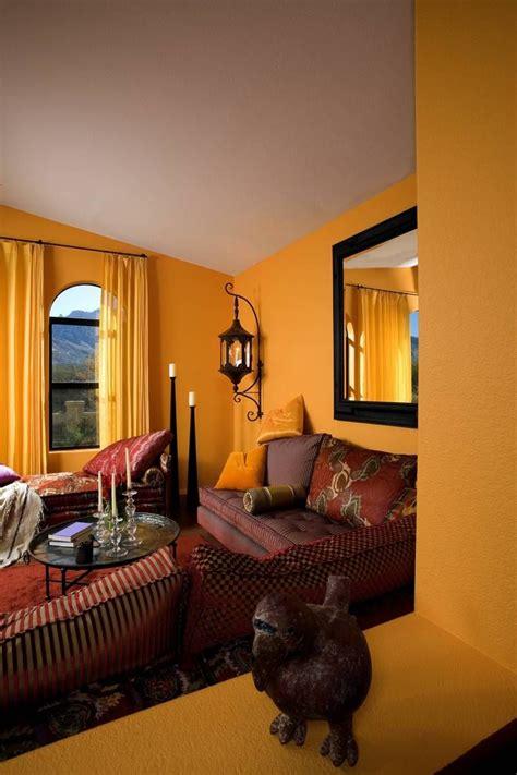 marokkanische einrichtung marokkanische wohnzimmer einrichtung mit greller wandfarbe