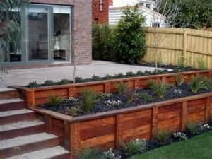 Landscape Small Front Yard - benefits of wooden retaining walls