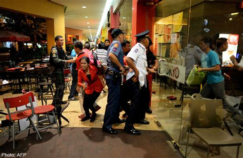 Causes Chaos At The Mall by Hammer Wielding Robbers Cause Chaos At Philippine Mall