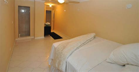 3 bedroom condo for sale 3 bedroom waterfront condo for sale cable beach nassau