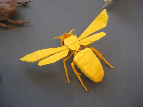 Origami Bee - paper craft bee paper craft and paper