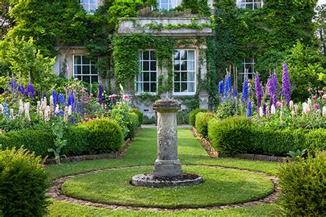 The Gaden A Sneak Peak At Highgrove Gardens The Finer Things