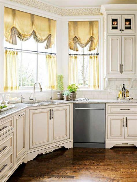 Délicieux Rideaux De Cuisine Originaux #1: rideaux-cuisine-originaux-rideau-fenetre-cuisine-jaunes-meubles-en-bois-blancs.jpg