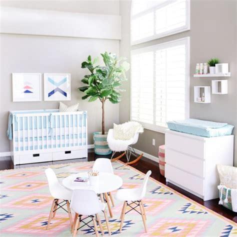 agréable Tapis Chambre Petite Fille #1: chambre-bebe-fille-pastel-tapis-graphique.jpg