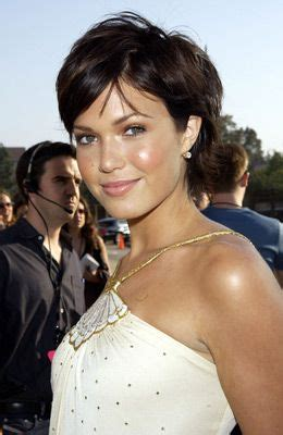 mandy moore short hair cuts at a glance hair fad styles 563 best images about growing the pixie on pinterest