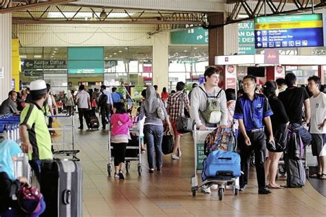 8 Things To Do In An Airport by 10 Things You Should Never Do At The Airport Malaysia