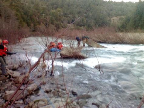 drift boat chain anchor drift boat sinks near richardson grove rescuers attempting