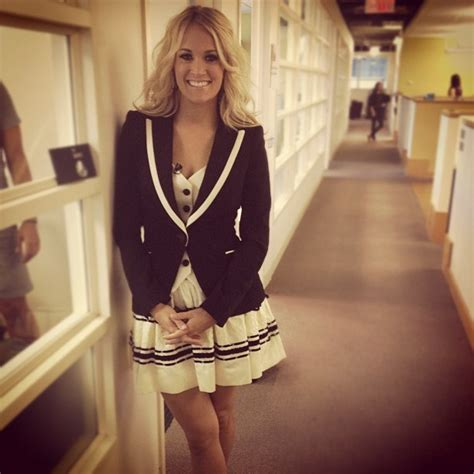 carrie underwood lovecelebrity carrie underwood stopped by vh1 s offices the best