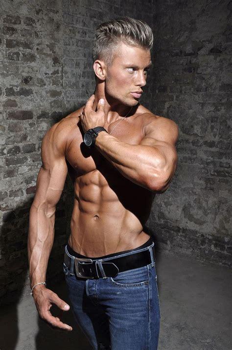 teejott fitness model blacksupps  teejott