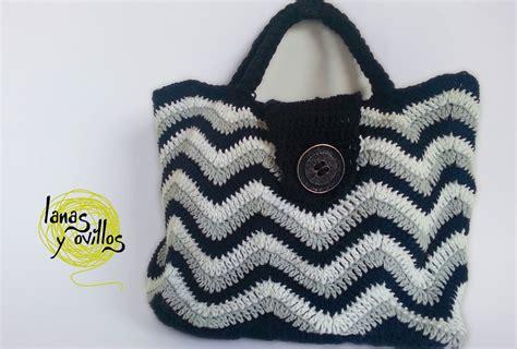 zig zag crochet purse pattern crochet chevron bag free pattern squareone for