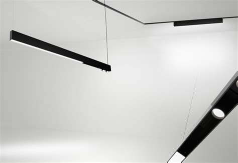 running magnet ceiling light  flos architectural