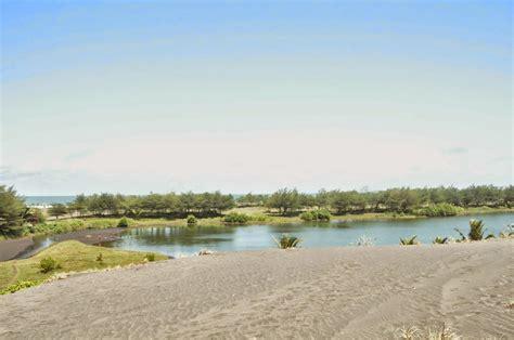 Aborsi Alami Jawa Tengah 5 Tempat Wisata Pantai Memukau Di Jawa Tengah Jawa Tengah