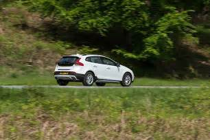 Volvo Comes From What Country Volvo V40 Cross Country Specs 2016 2017 Autoevolution
