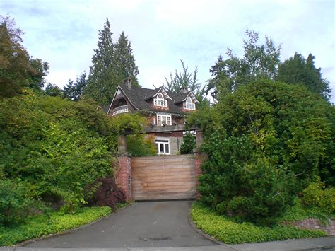 kurt cobain house file kurt cobain s house gate lake washington boulevard seattle wa jpg wikimedia
