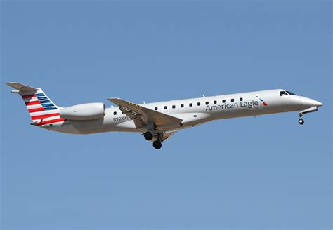 flyingphotos magazine news american eagle erj 145 n928ae