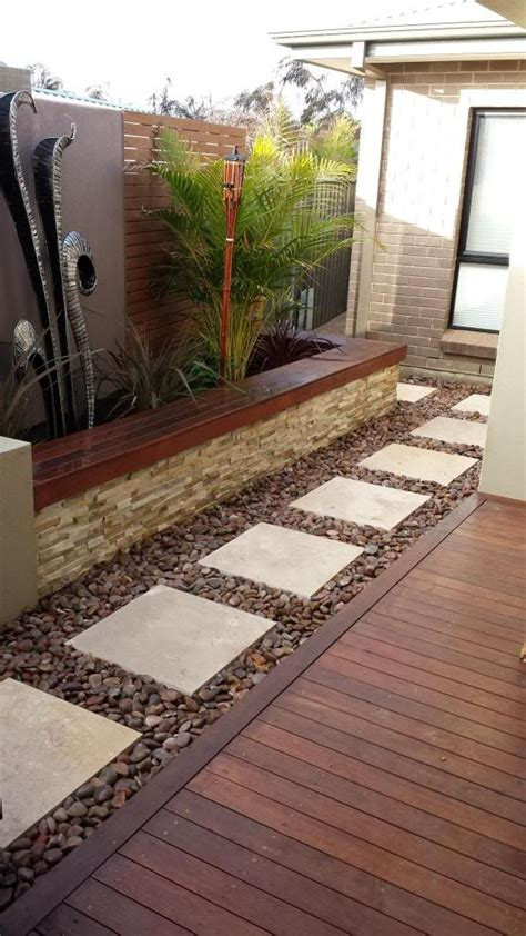 White Paving Stones Large White Paving Stones With Rock Or Crushed Gravel
