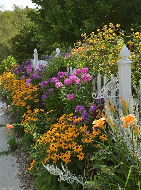 Description Of A Beautiful Garden A White Picket Fence And Simple Flower Border Make For A
