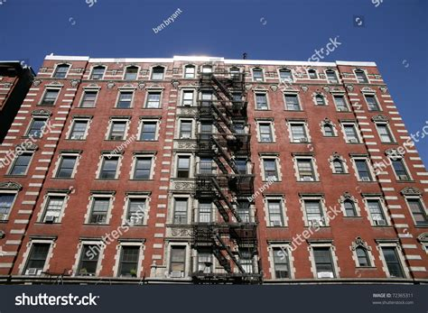 Apartment Building Search Nyc The Front Of A Apartment Building In New York City