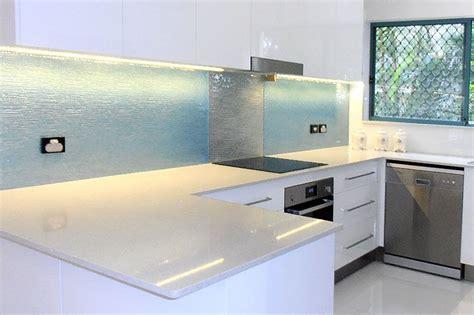 Luxury Kitchen Island Designs innovative ways of using glass art to decorate a luxury