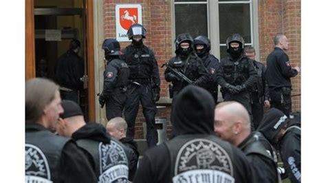 Motorradclub Vechta by Oldenburg Gro 223 Aufgebot Der Polizei H 228 Lt Rocker In Schach