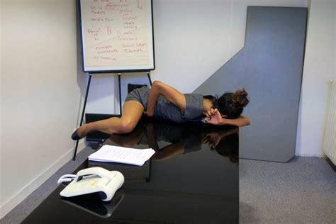 segretarie sotto la scrivania nelle toilette sulla sotto la scrivania inchieste sulla