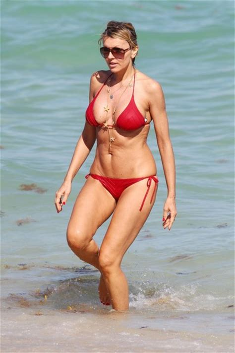 hottest hollywood celebrities on beach hollywood s hottest bikini bodies 2012