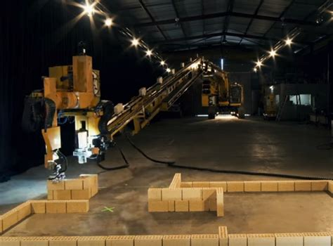 VIDEO: A one armed Australian robot can build a house four