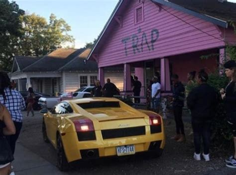 trap house album 2 chainz receives parking complaints about the pink trap house he built to