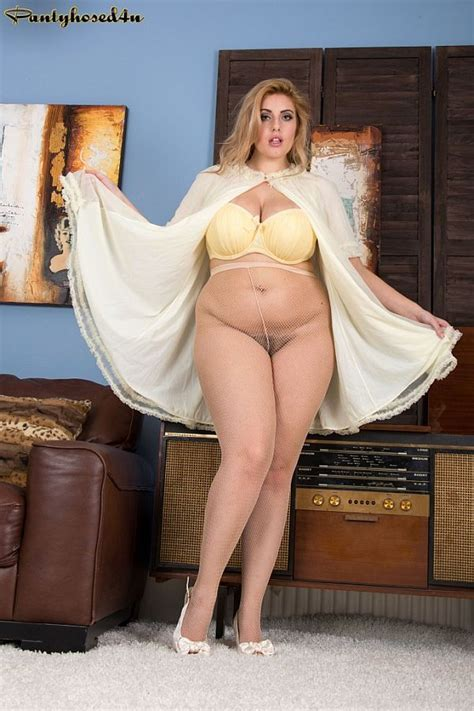 Ellie Roe Glamorous Blonde Bbw Masturbating To Climax In
