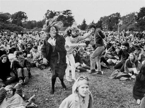 Nm St Foni hippies to folk during anti war