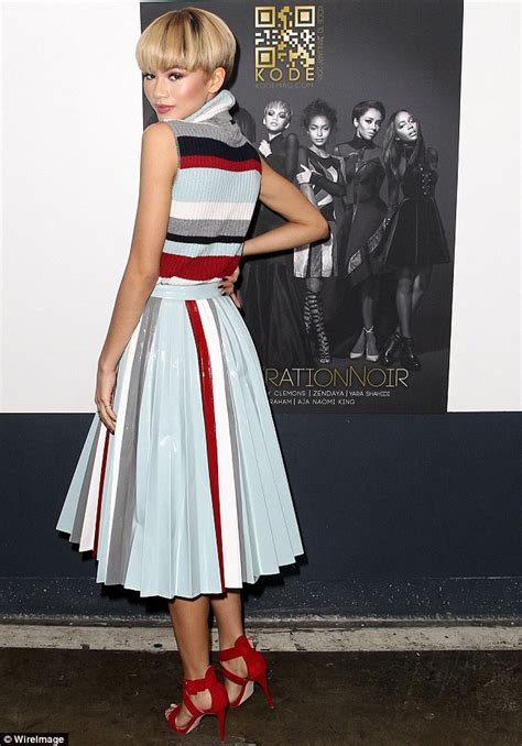 Braceletgelang Fashion Blue Kode 01 katching my i zendaya shows do looking stylish in striped pleated skirt and