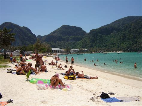 best places to stay in phi phi russellabroad a wondering soul best place to stay on