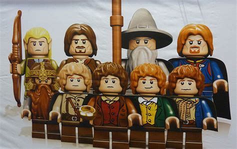glimpse of the lego lord of the ring minifigs